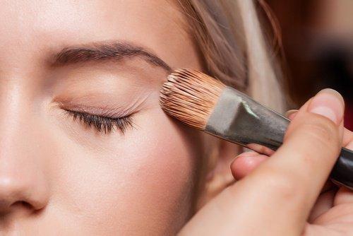 Utiliza una pre-base de maquillaje