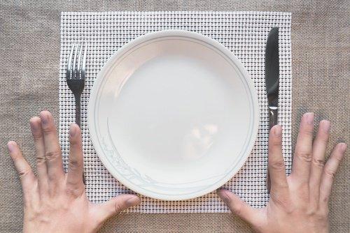 plato de desayuno vacío
