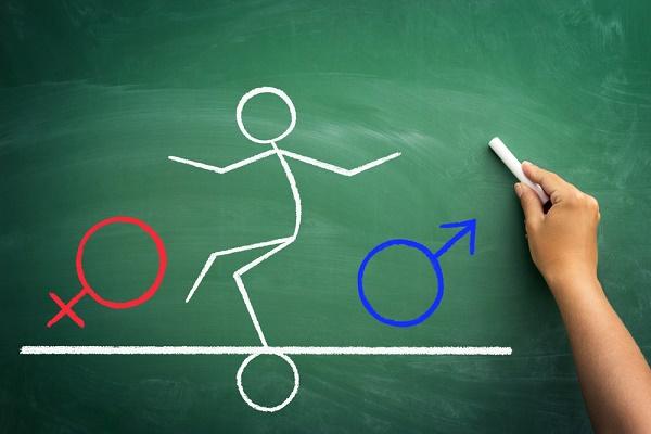 omino in equilibrio tra due generi