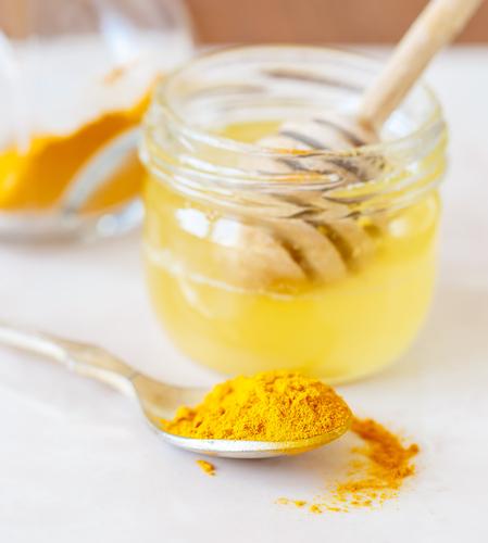 ¿Cómo-preparar-la-cúrcuma-con-miel-de-abejas